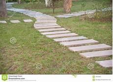 chemin bois jardin chemin en dans le jardin formel image stock image