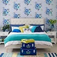 tapete blau schlafzimmer modern blue bedroom with floral wallpaper bedroom