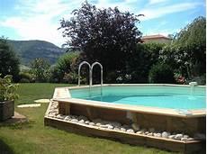 piscina fuori terra in pietra ricostruita effetto legno