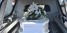 Combien Coute Un Enterrement Combien Co 251 Te Un Enterrement Comment Anticiper La D 233 Pense