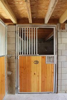 Fa 231 Ade De Box Pour Chevaux Porte Battante Doitrand Equestre