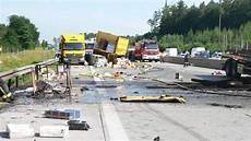 Unfall A8 Gestern - a8 odelzhausen mega stau bei hitze nach unfall frauen
