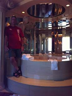 Tub Edmonton Hotel by Mirrors Everywhere Picture Of Fantasyland Hotel Resort