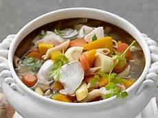 hühnersuppe selber machen 5 suppen bei erk 228 ltung eat smarter