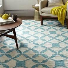 teppich färben spray teppich in hellblau mit geometrischen formen for the