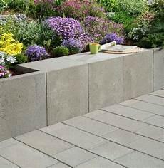 Beton Pflanzkübel Als Mauer - pin arcadiagarden auf retaining wall garten u stein