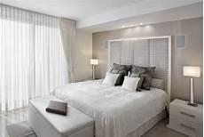 Kleines Schlafzimmer Helle Farben Wei 223 Creme Tischleuchten