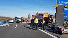 a31 unfall heute drei menschen bei unfall auf a31 bei emsb 252 ren verletzt