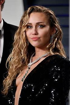 Miley Cyrus Thefappening Sexy Sideboobs At Oscar Party
