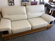 renovation canapé cuir tapissier r 233 novation fauteuil cuir lyon magasin a brignais