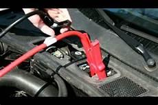Autobatterie Leer So Benutzen Sie Ein Starthilfekabel