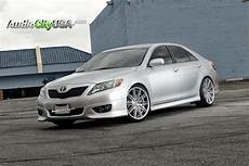 2010 toyota camry on 20 quot rennen crl 80 brush silver lowere