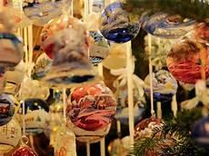 banchetti di natale mercatini di natale in tirolo banchetti tradizione e magia