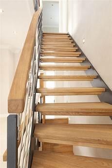 1 4 gewendelte hpl treppe mit stufen und handlauf in der