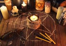 schwarze magie rituale evil candle in pentagram circle stock photo image of
