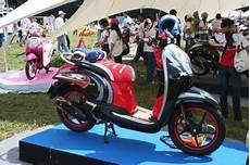 Variasi Motor Scoopy by Modifikasi Motor Honda Scoopy Dan Cutting Sticker