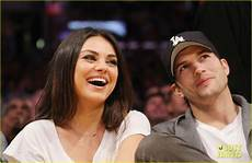 Gamis Kumis ashton kutcher mila kunis lakers photo