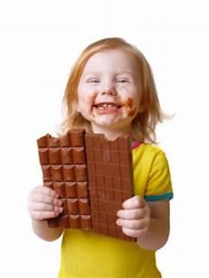 schokolade aus kleidung entfernen schokoladenflecken entfernen aus kleidung sofa auto