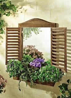 spiegel im garten garten spiegel mit fensterladen zierspiegel wandspiegel