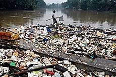 Kerusakan Lingkungan Hidup Karena Faktor Manusia Biasa
