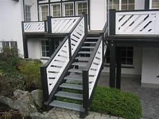 treppe mit geländer balkon und treppe mit gel 228 nder holzbau schauerte