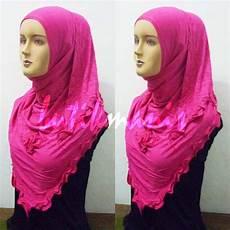 Kreasi Jilbab Modern Kerudung Segitiga Mawar Gelombang