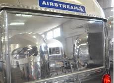 Malvorlagen Fenster Hinten Airstream Globetrotter In Hochglanz Sonderanfertigung