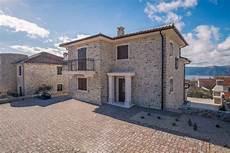 haus mit steinfassade luxuri 246 ses neues haus mit steinfassade und pool auf krk