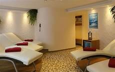 sauna ruheraum möbel die richtige saunaliege sorgt f 252 r beste entspannung nach