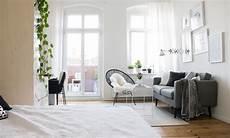 Wohn Schlaf Und Arbeitsbereich In Einem Zimmer