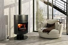 poele à bois contemporain poele a bois contemporain fonte flamme rond ou grand foyer