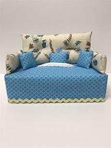 divano azzurro divano azzurro cucito divano fazzoletti e scatole