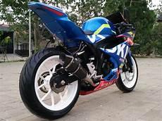 Modifikasi R 150 by Modifikasi Suzuki Gsx R150 Jadi Kece Paduan Motogp Dan Bsb