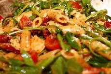 Mediterraner Nudelsalat Mit Tomaten Italienischer