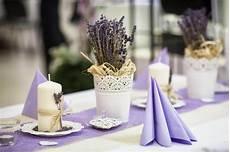 Dekorieren Mit Lavendel - tischdeko lavendel tischdeko hochzeitsdeko
