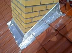 dachisolierung außen schornstein abdichten dachabdichtung mit bitumen und