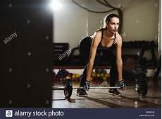 fitness model frau fitness frau gewichtheben kreuzheben fitness model
