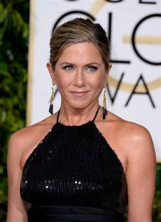 jennifer aniston 2015 hairstyle jennifer aniston s hairstyles hair evolution today com