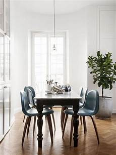 Alten Tisch Neu Gestalten - 25 ways to match an antique table and modern chairs digsdigs