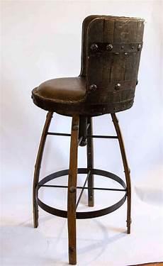 chaise de bar haute et pivotante mobilier artisanal et unique