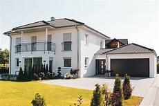 family haus mellrichstadt stadtvilla mit walmdach family haus gmbh co kg