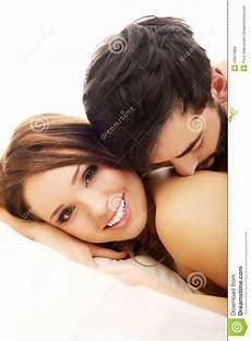 Jeunes Couples D Amour Dans Le Lit Photo Stock Image Du