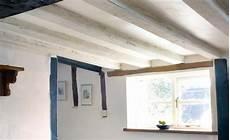 dunkle holzdecke aufhellen how to lighten oak beams real homes