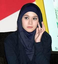 Cara Memakai Jilbab Ala Zaskia Adya Mecca Area