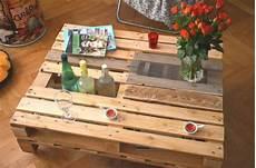 table basse palette avec rangement bouteilles palette