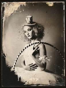 Steunk Accessoires Selber Machen - frau als clown geschminkt und verkleidet mit per 252 cke und