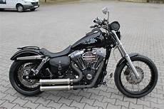 Umgebautes Motorrad Harley Davidson Dyna Glide Fxd