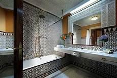 carrelage maroc moderne salle de bain marocaine du luxe des couleurs et de l