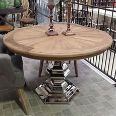 runder tisch mit stühlen esstisch rund mit verchromten tischfu 223 tisch rund