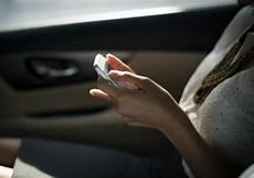 was sollte im auto haben dinge die jede frau im auto haben sollte